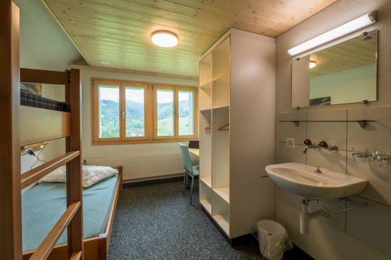 7 kleine Zimmer mit Lavabo